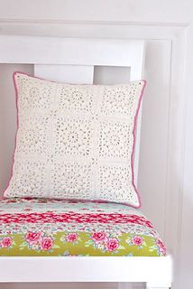 MAKE YOUR OWN POPCORN & LACE SQUARE PILLOW with this Step-by-step crochet pattern written in US and UK terms.