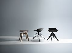 Rock table and Flow stool/pouf by Jean Marie Massaud Italia Design, Small Stool, Jean Marie, Stool Chair, Chair Design, Bar Stools, Designer, House Design, Interior