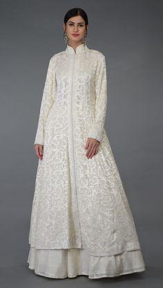 Simple Pakistani Dresses, Indian Gowns Dresses, Indian Fashion Dresses, Pakistani Dress Design, Indian Designer Outfits, Indian Outfits, Designer Party Wear Dresses, Kurti Designs Party Wear, Stylish Dress Designs
