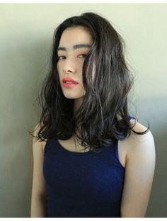 ナヌーク シブヤ(nanuk shibuya)【nanuk】黒髪風スモーキダークグレーカラー◇クセ毛風ヘア