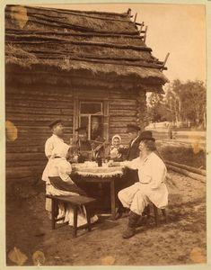 Группа крестьян за столом. 1875
