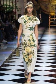 The complete Dolce & Gabbana Fall 2016 Ready-to-Wear fashion show now on Vogue Runway. Fashion Week, Runway Fashion, Fashion Looks, Milan Fashion, Latest Fashion, Camille Hurel, Dolce And Gabbana 2016, Vogue, Floral Fashion