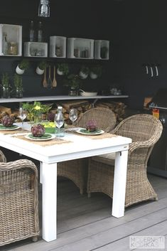 Wicker chairs and white table. Outdoor Dining, Outdoor Tables, Outdoor Decor, Wicker Chairs, Cane Chairs, Cubes, Contemporary Patio, Kitchen On A Budget, Kitchen Ideas