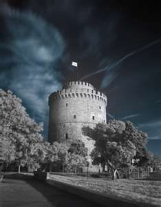 This photo from Thessaloniki, Macedonia is titled 'White Tower'. Places To Travel, Places To Visit, Macedonia Greece, Thessaloniki, Future Travel, Ancient Greece, Amazing Destinations, Beautiful Places, Scenery