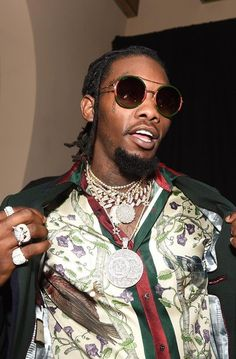 Migos' Offset Wears Gucci Shirt and Sunglasses at Grammy After Party Bape, Baskets Gucci, New York Fashion Week 2018, Mode Hip Hop, Free Type Beats, Love And Hip, Gucci Shirts, Gucci Sneakers, Matches Fashion