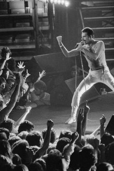 Queen in Vancouver: Exclusive photos of Freddie Mercury at the Pacific Coliseum Queen Freddie Mercury, Freddie Mercury Quotes, John Deacon, Queen Songs, Rock Bands, Band Band, Bryan May, Freddie Mecury, Vancouver