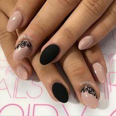 uñas negras de terciopelo