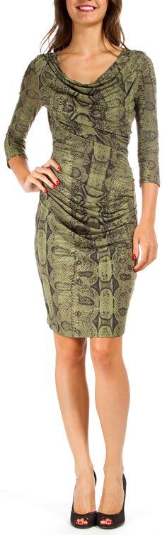 Roberto Cavalli diseño este precioso vestido.