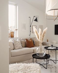 Our hallway 🌾 Fler bilder i mitt senaste blogginlägg 🙆🏼♀️✍🏼 Living Room Mirrors, Living Room Sets, Living Room Chairs, Interior Design Living Room, Living Room Furniture, Living Room Decor, Wall Mirrors, Grass Decor, Room Setup