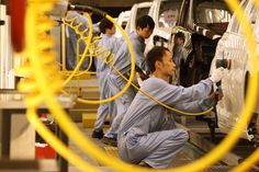 Chinese Factory Gauge Slumps as Slowdown Has Li on Standby.(March 24th 2015)