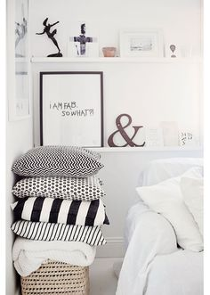 Here we showcase a a collection of perfectly minimal interior design examples for you to use as inspiration.Check out the previous post in the series: 30 Examples Of Minimal Interior Design Home Bedroom, Home Living Room, Bedrooms, Modern Bedroom, Master Bedroom, Decor Room, Bedroom Decor, Wall Decor, Bedroom Ideas