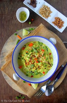 Vegetarian Burmese Khowsuey Recipe with step by step photos .Sometimes we fall in love with few dishes at the very first bite and this B. Veg Recipes, Indian Food Recipes, Vegetarian Recipes, Ethnic Recipes, Khow Suey Recipe, First Bite, Burmese, Guacamole, Soups