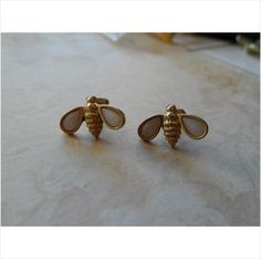 Vintage Yellow Gold Tone & Mother of Pearl Bee Pierced Earrings by Avon 1.9 Gr. Listing in the Designer Signed,Antique & Vintage,Jewelry & Watches Category on eBid United States