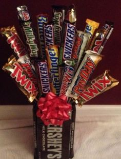 Candy Bar Bouquet for Valentine's Day for Him. Candy Bar Bouquet for Valentine's Day for Him Romantic Valentines Day Ideas, Homemade Valentines, My Funny Valentine, Valentines Day Gifts For Him, Valentines Day Decorations, Valentine Day Crafts, Romantic Ideas, Valentine Ideas, Cadeau St Valentin