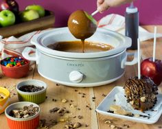 Surprise your kids tonight with this super fun ooey gooey delicious dessert by making your own Caramel Apple Dipping Bar! Dip Recipes, Fall Recipes, Holiday Recipes, Cooking Recipes, Caramel Apple Bars, Caramel Apples, Fall Desserts, Delicious Desserts, Apple Picking Season