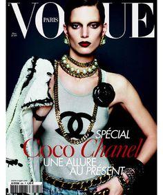 Iris Strubegger pour le numéro de mars 2009 de Vogue Paris