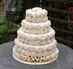 Vegan wedding cakes for allergy sufferers and special diets Keywords: - Vegane Hochzeitstorte - Vegan Wedding Cake, Wedding Cake Pops, White Wedding Cakes, Wedding White, Gorgeous Cakes, Pretty Cakes, Amazing Cakes, Cupcake Rose, Rose Cake