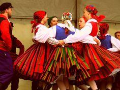 Regional costumes from Sanniki, Poland [source].
