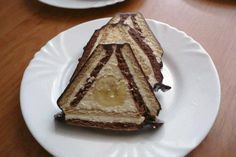 Úplne jednoduchá dobrota hotová za pár minút s parádnym efektom v reze. Pie, Desserts, Food, Recipes, Torte, Tailgate Desserts, Cake, Deserts, Fruit Cakes