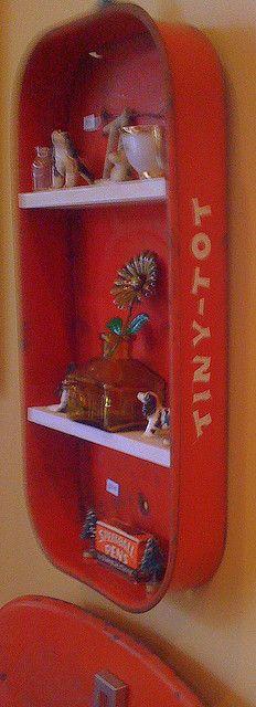 My Tiny Tot shelf!  (Geen idee hoe groot zzo'n blikje is, maar wel een leuk idee!)