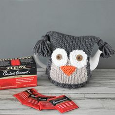 Free knitting pattern for this Owl Teapot Cosy. Beginner-friendly. Makes a great gift for the tea lover in your life!