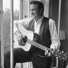 American country singer and musician Johnny Cash poses for. Country Artists, Country Singers, Country Music, Johnny Cash June Carter, Johnny And June, Johnny Cash Quotes, John Cash, Johnny Cash Museum, Musica Country