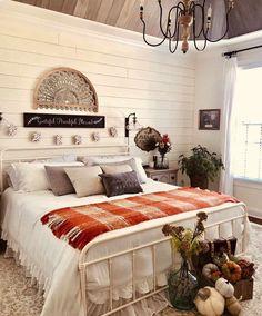 Fall Bedroom Decor, Fall Home Decor, Autumn Home, Bedroom Ideas, Awesome Bedrooms, Beautiful Bedrooms, Halloween Bedroom, Home And Deco, Home Decor Inspiration