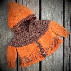 Photo above © nabiskitThis knitting pattern / tutorial is available for free... Full post:One Skein Baby Sweater