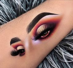 10 + Make-up and eye shadow on the facial features of the models – Sayfa 6 – Fashion & Beauty Eye Makeup On Hand, Eye Makeup Art, Skin Makeup, Eyeshadow Makeup, Daily Makeup, Makeup Goals, Makeup Inspo, Makeup Inspiration, Makeup Pics