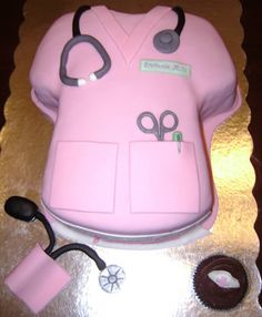 12 Coolest Medical Themed Cakes (cool cakes, weird cakes) - IT HAS MY NAME ON THE NAME TAG!!!!