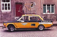 Volvo 144 Support Car by Christian-P, via Flickr