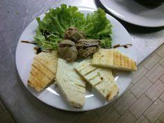 Ora di pranzo... Che ne dite di un'ottima insalata di patè di fegato???