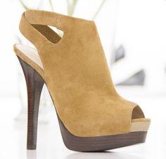 Sharing Happens • Pin a gift • Torre Blanca • Emzzy zapato para verstir casual de piel Q1,699