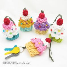 Cupcake Key Cozy. What a great idea! A cozy to keep your keys quiet.