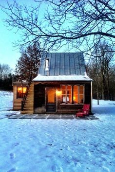 The Best Rustic Tiny House Ideas 10 With the introduction of advanced building systems and ready usage of cranes and other heavy equipment, little cabin homes have become a favorite choice both in the rural and suburban [Continue Read] Tiny Cabins, Cabins And Cottages, Wood Cabins, Small Cottages, Little Cabin, Little Houses, Cozy Cottage, Cozy House, Cozy Cabin