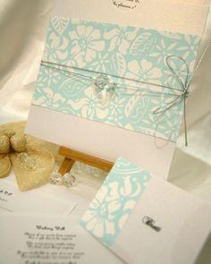 Partecipazioni colore azzurro Tiffany e stampa floreale: trova chi può realizzarle per te  http://www.lemienozze.it/operatori-matrimonio/partecipazioni_e_tableau/