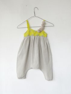 I would love to sew a bunch of these for Miss Parker :) So many color/pattern possibilities.