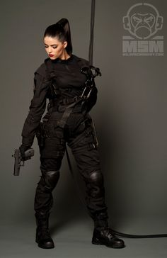 r 2013 Extras Mode Emo, Military Girl, Female Soldier, Military Women, Warrior Girl, Badass Women, Character Outfits, Guns, Photoshoot
