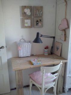 Bureau van steigerhout Kids Study, Pastel, Bedroom Styles, Teen Bedroom, Kids Decor, Kids House, Kids Furniture, Girl Room, Room Inspiration