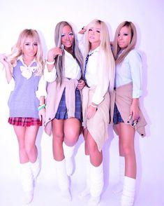 School Uniform Fashion, School Uniform Girls, Student Fashion, High School Girls, Gyaru Fashion, Fashion Outfits, Hello Kitty Dress, Maquillaje Halloween, Girls In Mini Skirts