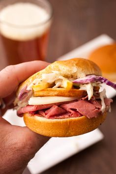 Primanti Style Sliders: Made in the style of the classic Pittsburgh Primanti Bros sandwiches with crispy french fries IN the sandwich! Mini Sliders, Beef Sliders, Pittsburgh Food, Pittsburgh Steelers, Ham Sandwich Recipes, Crispy French Fries, Slider Buns, Game Day Snacks, Slider Recipes