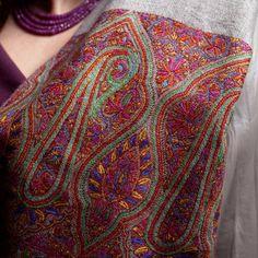 sozni shawl Indian Textiles, Vintage Textiles, Indian Embroidery, Hand Embroidery, Kashmiri Shawls, Kashmiri Suits, Chintz Fabric, Dress Neck Designs, Handmade Scarves
