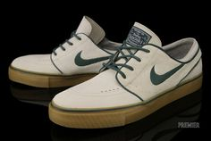 Nike SB Stefan Janoski Birch/Noble Green – Available Now Retro Sneakers, Classic Sneakers, New Shoes, Slip On Shoes, Men's Shoes, Nike Zoom Janoski, Stefan Janoski Shoes, Snicker Shoes, Shoes For School