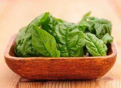 En plus d' être un geste écologique, manger des fruits et légumes de saison permet de bénéficier de produits frais et souvent de qualité. Pour faire le plein de vitamines, découvrez les vertus santé de 5 légumes incontournables…