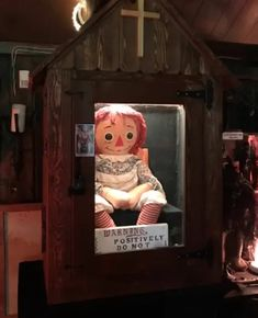 16 Scary Facts About The Real-Life Annabelle Doll That I Don't Recommend You Read Late At Night Annabelle Doll Real Story, The Conjuring Annabelle, Lorraine Warren, The Conjuring True Story, Conjuring 3, Scary Movies, Horror Movies, Darkside Books, Haunted Objects