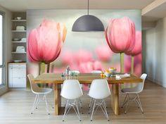 Voor een lentelook in de kamer: vlies #fotobehang Zonnestralen op tulpenveld