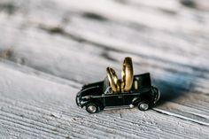 Golden wedding rings | Hochzeitsblog marryMAG| Der…