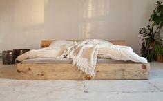 Vintage Betten - woodboom | Elke - Bett aus Baubohlen - stehend - ein Designerstück von woodboom bei DaWanda