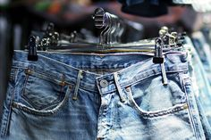 For many, finding the perfect pair of jeans becomes a quest. Jeans are not all made the same, and since there are many styles to choose from, it can be dif Levis, Paris Shopping, Thing 1, Jeans Button, Coffee Design, Skinny, Balenciaga City Bag, Parisian, Thrifting