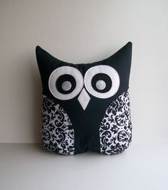 black+and+white+pillow+decorative+damask+owl+par+whimsysweetwhimsy,+$30,00
